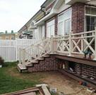 Терраса к дому с белыми ограждениями из ДПК 1